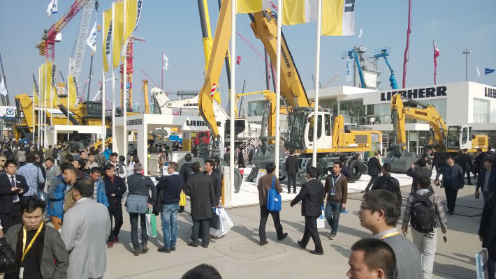 In ideal weather, large crowds continued to visit the 2014 Bauma China on the second day.