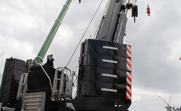 Liebherr LTM 1450-8.1 at bauma 2016