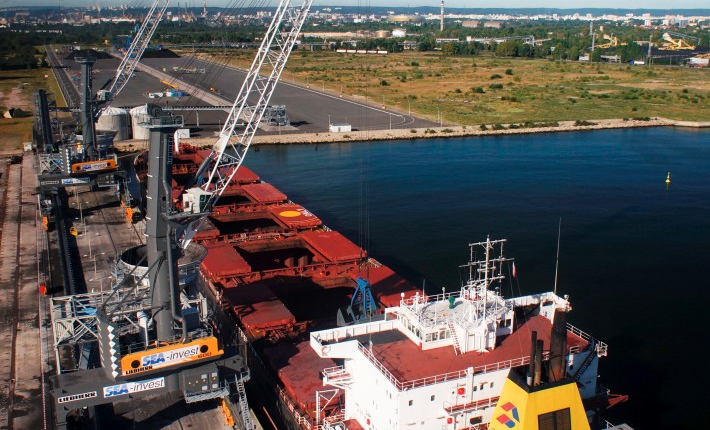 Port Polnocny, two LPS 600s equipped with SmartGrip.