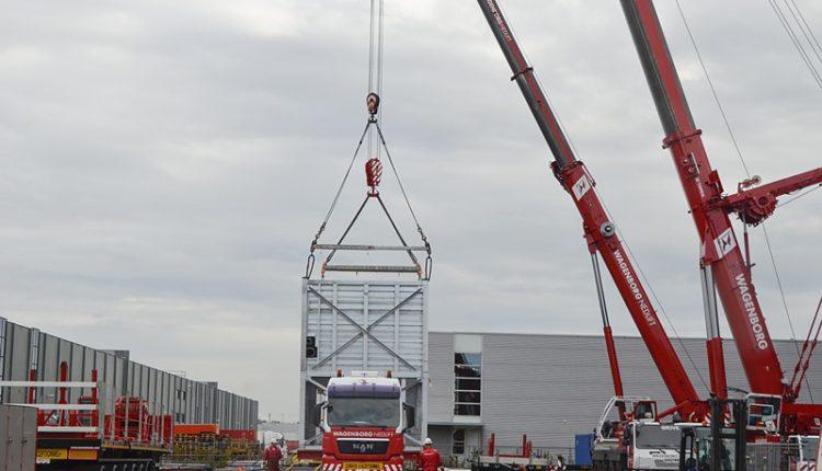 Wagenborg DEMAG AC 700 mobile crane