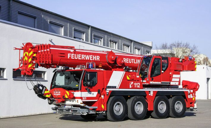 The Reutlingen fire brigade took delivery of a LTM 1070-4.2 fire brigade crane from Liebherr with variable support base VarioBase®